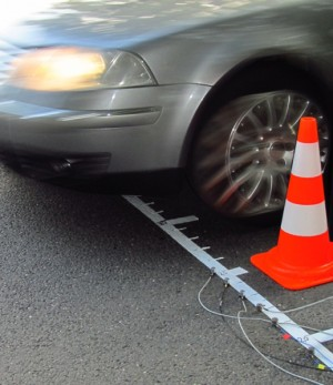Measurement of vibrations at a road surface for prediction of the sound emission of the road for mechanical excitation during pass-by of vehicle