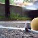 Messung des Schwingverhaltens von an Fahrbahnoberflächen bei Fahrzeugüberfahrt