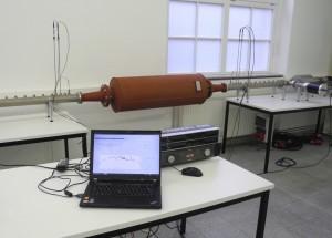 Messung der Schalldämpfung von Schiffsdiesel-Schalldämpfer im Schalldämpfer-Prüfstand AFD 1400 - AcoustiTube - HighTemp